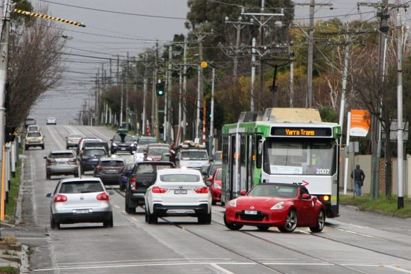 B2.2007 delayed by a turning car on route 75 at Toorak and Highfield Road in Camberwell