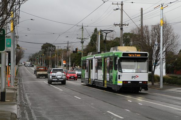 B2.2007 heads west on route 75 at Toorak and Highfield Road in Camberwell