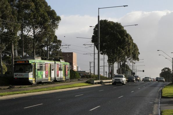B2.2019 heads west on route 75 at Burwood Highway and Blackburn Road