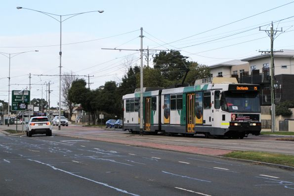 B2.2042 heads west on route 75 at Burwood Highway and Middleborough Road