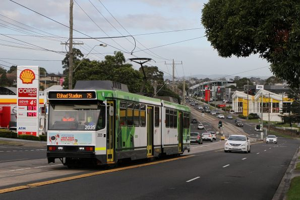 B2.2035 heads west on route 75 at Burwood Highway and Warrigal Road in Burwood