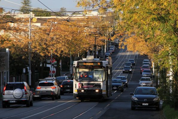 A2.269 heads west on route 70 at Riversdale and Kooyongkoot Road in Hawthorn