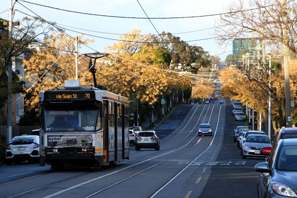 A2.267 heads east on route 70 at Riversdale and Glenferrie Road in Hawthorn