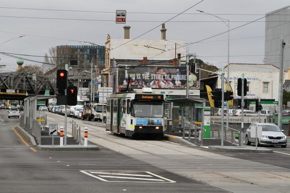 A2.277 heads west on route 70 at Swan Street and Punt Road