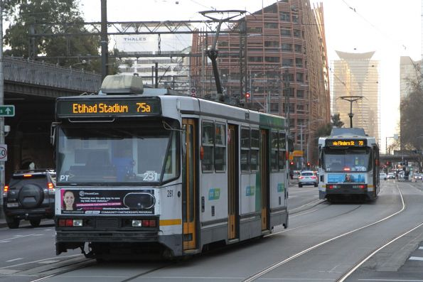 A2.281 heads west on route 75a at Flinders and Queensbridge Street