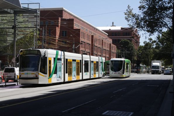 D2.5021 and C2.5106 cross paths at Spencer and La Trobe Street