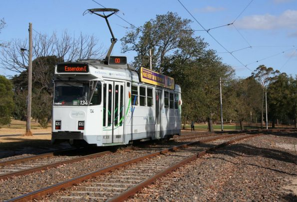 Z3.134 heads citybound through Royal Park