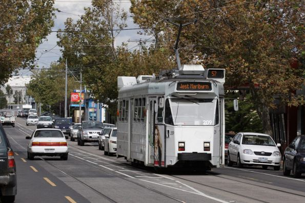 Z3.209 runs down Union Road in Ascot Vale