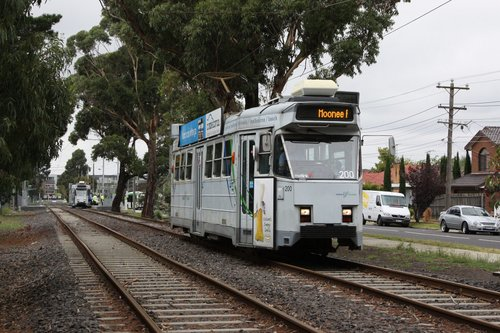 Z3.200 returns to Moonee Ponds on route 82 near Highpoint