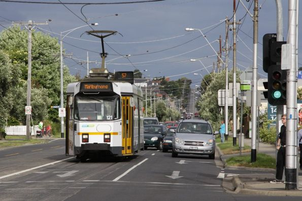 Z3.121 on a westbound route 57 service on Maribyrnong Road