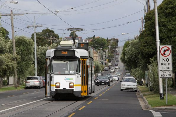 Z3.186 on a westbound route 57 service on Maribyrnong Road