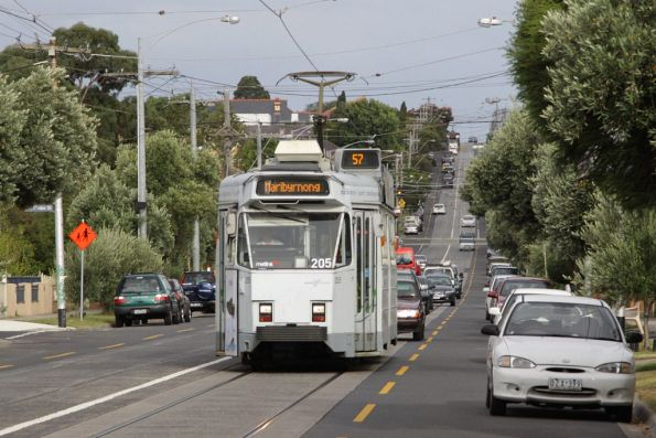 Z3.205 on a westbound route 57 service on Maribyrnong Road