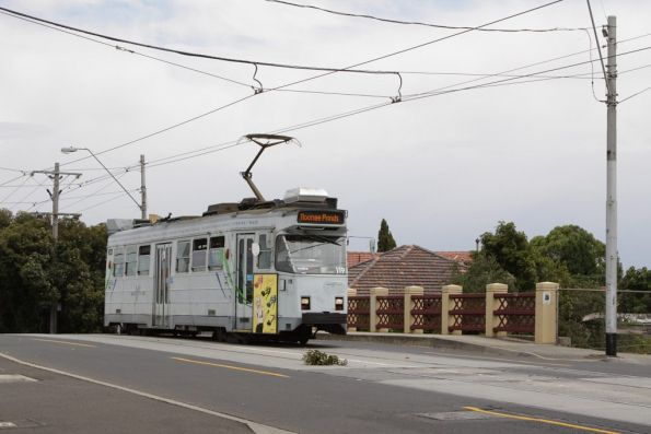Z3.119 on a route 82 service crosses the Craigieburn railway line at Moonee Ponds