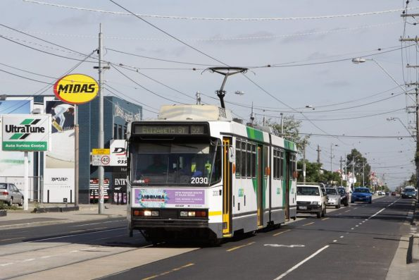 B2.2030 heads into town with a route 59 service on Keilor Road, Niddrie