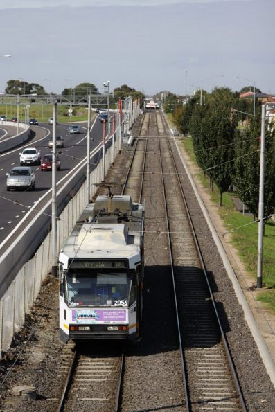 B2.2056 on an inbound route 59 service, paralleling the Tullamarine Freeway and Matthews Road in Airport West