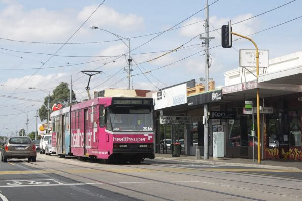 B2.2064 heads along Keilor Road in Niddrie with an outbound route 59 service