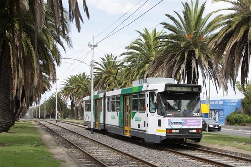 B2.2030 heads along the reserved track along Mt Alexander Road in Essendon with an outbound route 59 service
