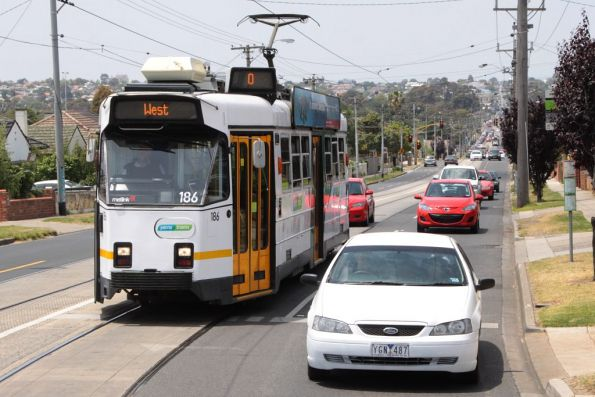 Z3.186 heads west on Raleigh Road at Randall Street in Maribyrnong