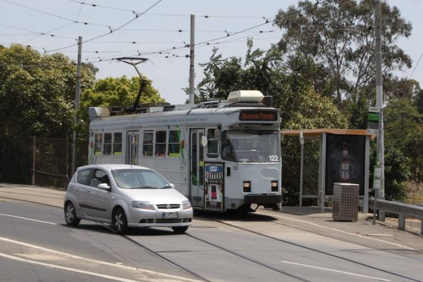 Z3.122 waits for the traffic lights to depart the reserved track along Raleigh Road, Maribyrnong