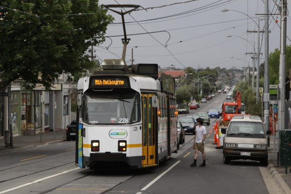 Z3.228 heads east on Maribyrnong Road at Union Road