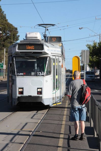 Z3.134 heads north on Epsom Road at Union Road, Ascot Vale
