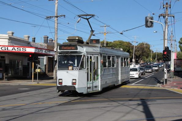 Z3.122 westbound on route 82 along Maribyrnong Road at Union Road