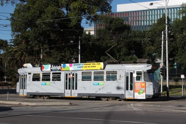 Z3.230 on route 55 turns into Flemington Road from Royal Park