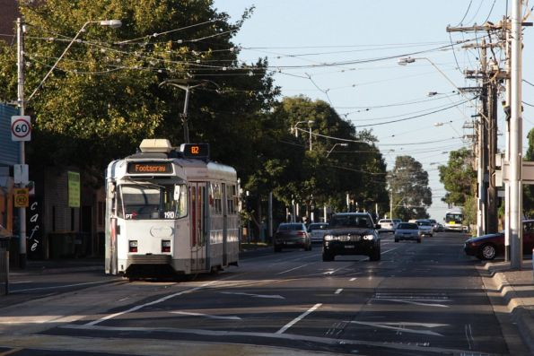 Z3.190 heads south from Moonee Ponds Junction with a route 82 service