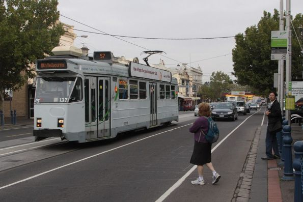 Z3.137 stops for passengers on Racecourse Road in Flemington