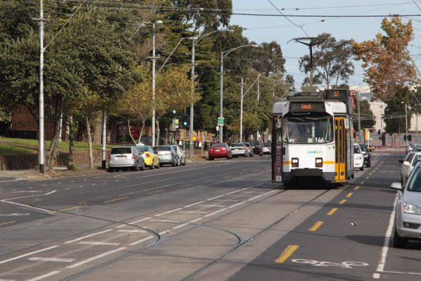 Z3.146 heads north past Showgrounds Loop on Union Road, Ascot Vale