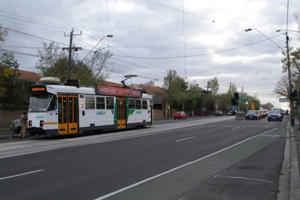Z3.145 stops for outbound passengers at Newmarket station on route 57
