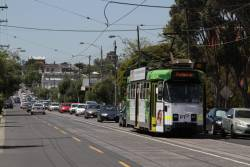 Z3.159 on route 82 heads west along Maribyrnong Road