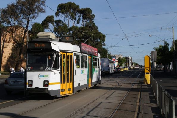Z3.186 heads into town at Epsom and Union Roads