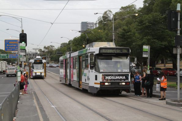 B2.2062 picks up passengers from the tram replacement buses at the Melrose Street stop