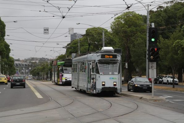 Z3.118 on a route 57 service wait to turn from Flemington Road into Abbotsford Street