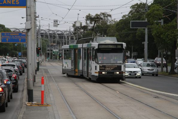 B2.2091 with a route 59a service shunts through the crossover on Flemington Road