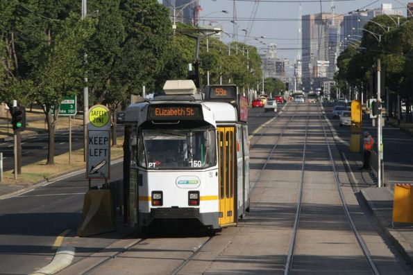 Picking up passengers on Flemington Road: Z3.150 on a route 59a service