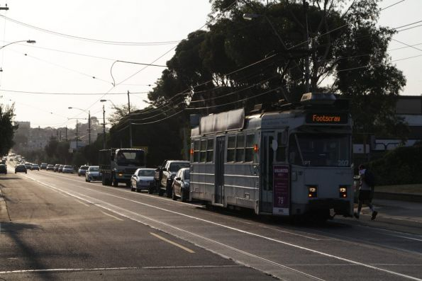 Z3.207 on Maribyrnong Road in Ascot Vale, bound for Footscray on route 82