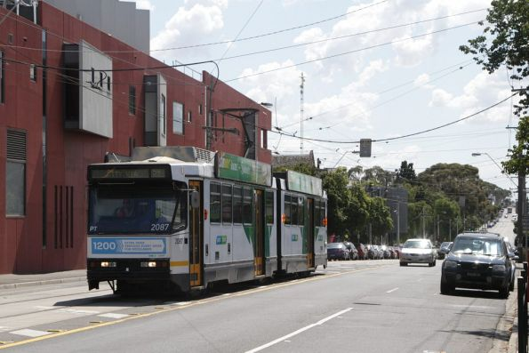 B2.2087 on a citybound route 59 service arrives at Moonee Ponds Junction