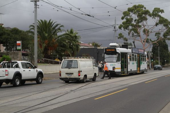 Driver of Z3.194 jumps out to throw the Maribyrnong River crossover on Maribyrnong Road