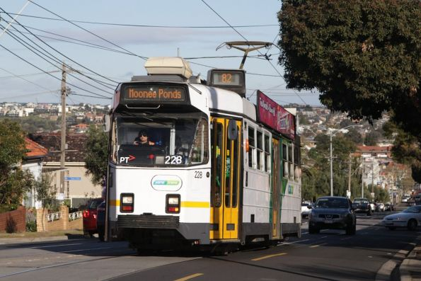 Z3.228 heads up Maribyrnong Road on a route 82 service bound for Moonee Ponds