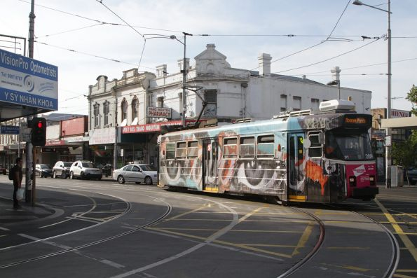 Z3.209 arrives into Footscray with a route 82 service