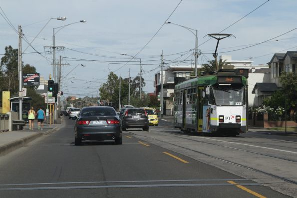 Z3.229 heads west over the Maribyrnong River on route 57 along Maribyrnong Road