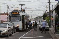 Z3.175 picks up route 55 passengers at Brunswick Road and Grantham Street in Brunswick West