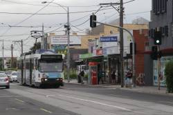 B2.2025 picks up citybound passengers on route 55 along Grantham Street in Brunswick West
