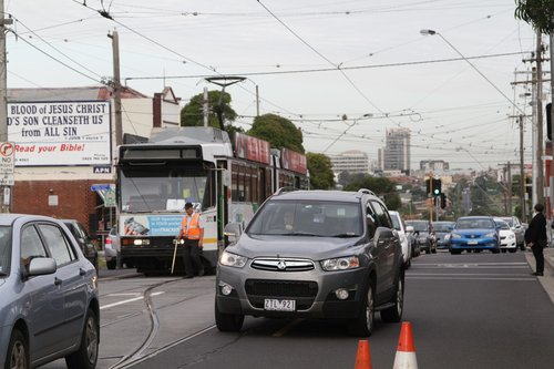 Driver of B2.2072 throws the points at the Daly Street crossover