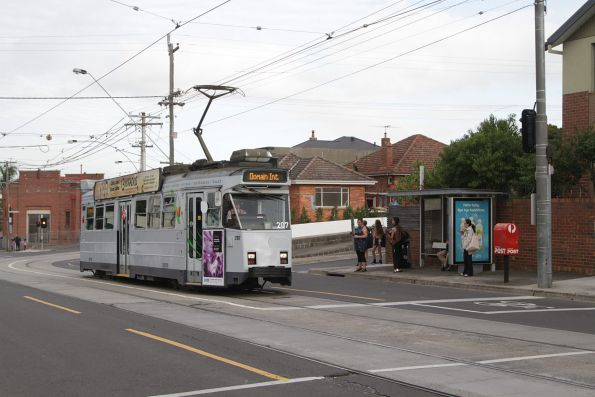 Z3.207 is already full of route 55 passengers, so it cruises past a tram stop on Dawson Street, Brunswick West