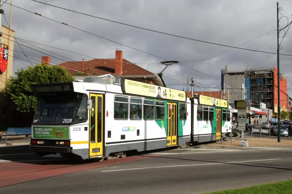 B2.2028 heads east on route 59 along Keilor Road, Essendon North