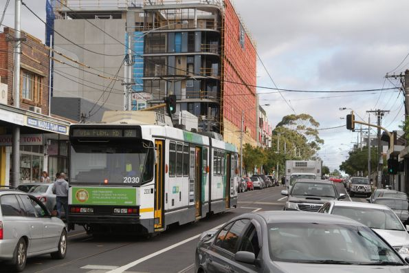 B2.2030 heads west on route 59 along Keilor Road, Essendon North