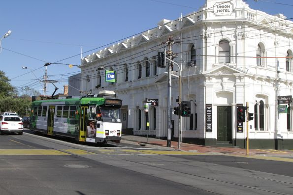 Z3.190 heads west at Maribyrnong and Union Road with a route 82 service